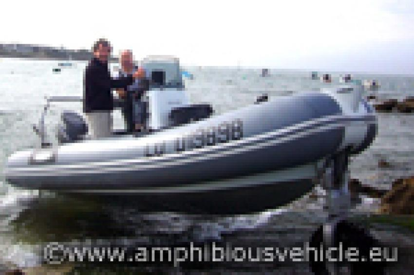 Bateau pneumatique amphibie sealegs